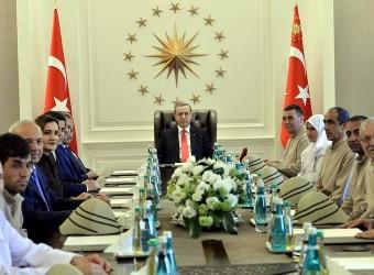 Kutsal Emanetler Cumhurbaşkanı Erdoğan'a Sunuldu