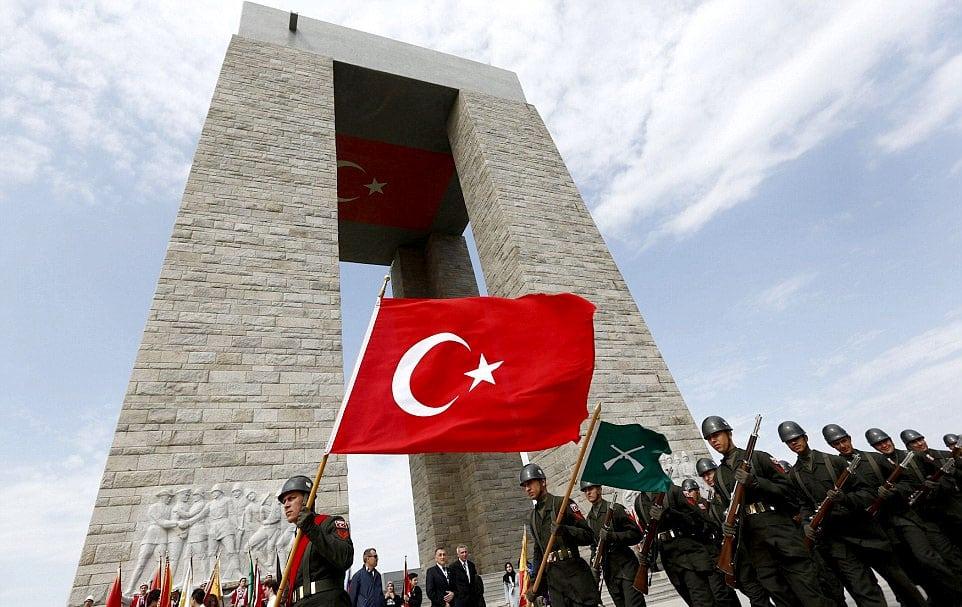 canakkale-sehitler-abidesi-turk-askeri1